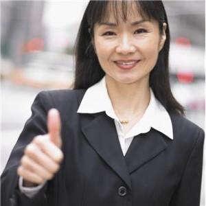 Geschäftsfrau mit Daumen hochJPG