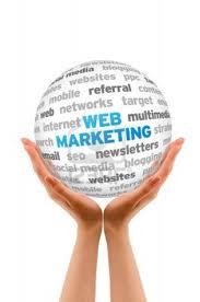 Hände halten - web-marketing-globus
